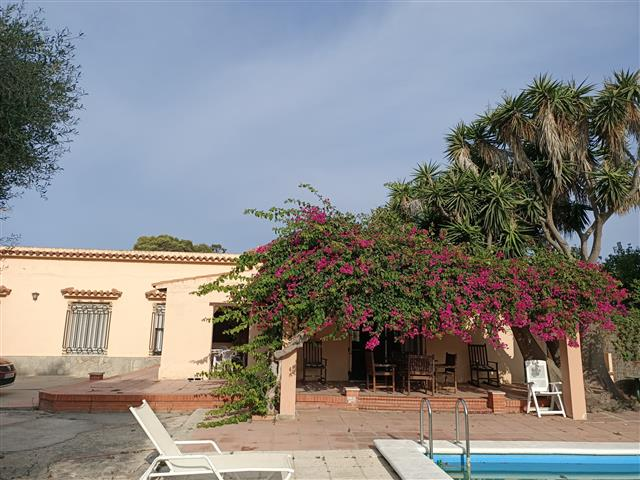 caños de meca villa for sale