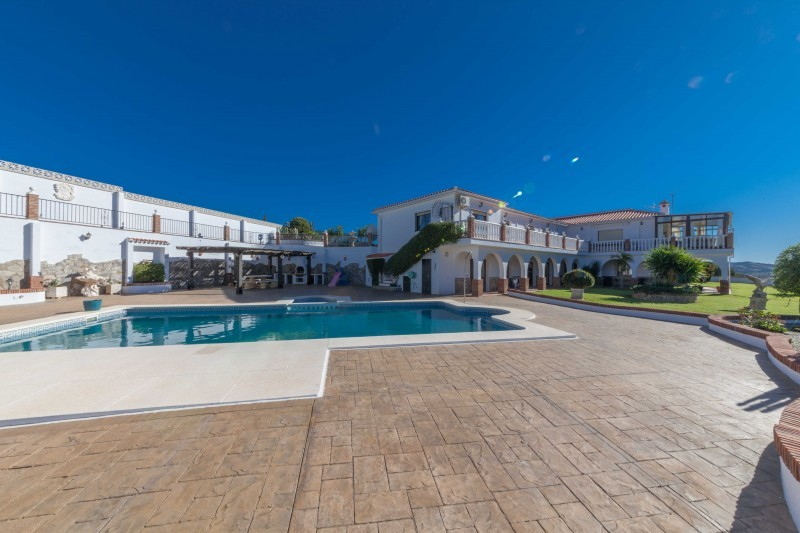 Hotel for sale Atalaya
